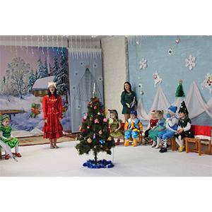 Cu desaga în spinare, Moș Crăciun a ajuns la grădinița nr. 92